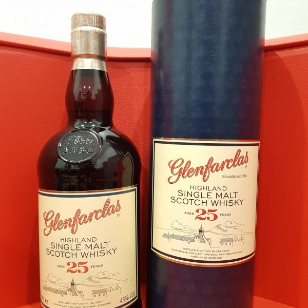 Glenfarclas single malt 25 Year Old in a box 700ml 43 % abv