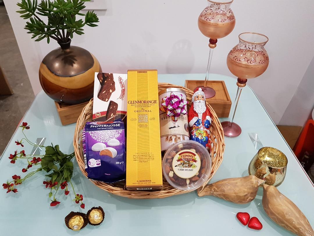 Glenmorangie Magic Gift Hamper - Glenmorangie 10 YO in a box with Cookies, Chocolates and Goodies
